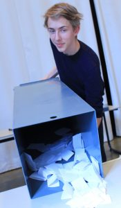 Tom als Wahlhelfer